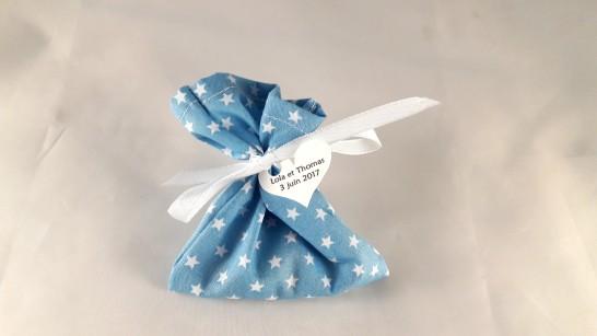 sachet dragées bleu étoiles blanches