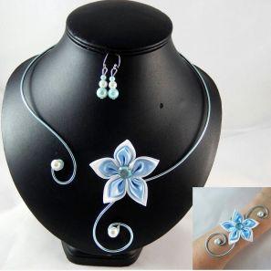 Parure fleur bleu clair