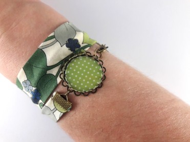 bracelet liberty pois blanc sur fond vert